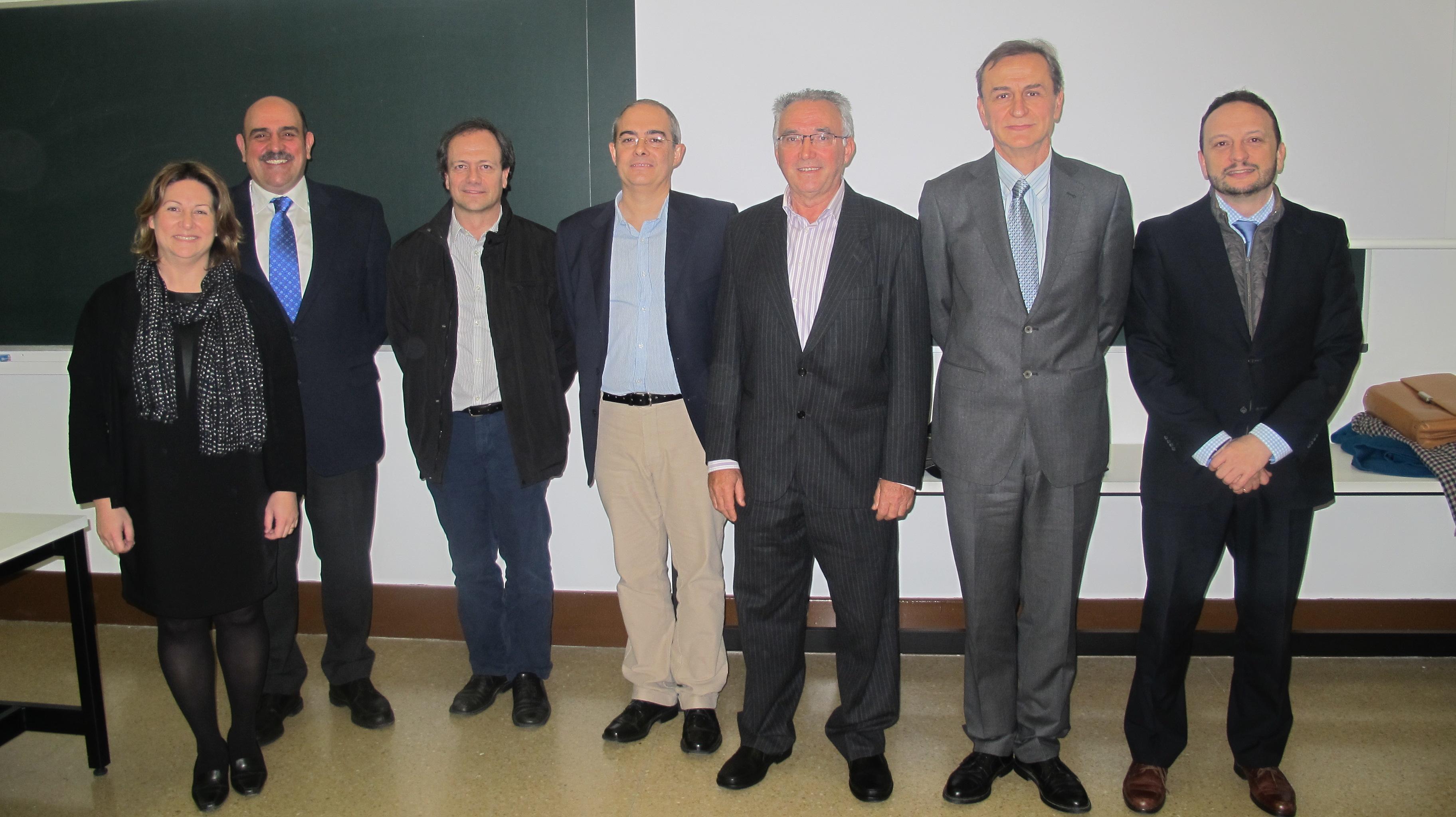 Tesis doctoral: Diseño arquitectónico y protección en caso de incendio: Desarrollo normativo español en materia de evacuación en los siglos XIX y XX.