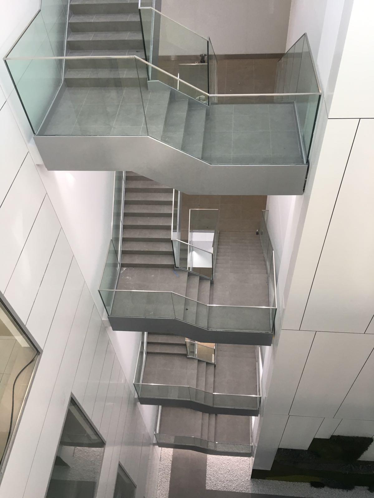 Particularidades de una escalera protegida en planta baja